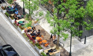 seasonal parklet in philadelphia